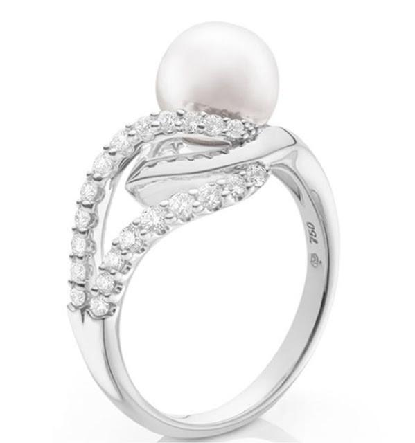 18k White Gold Diamond Pearl Ring by Mikimoto