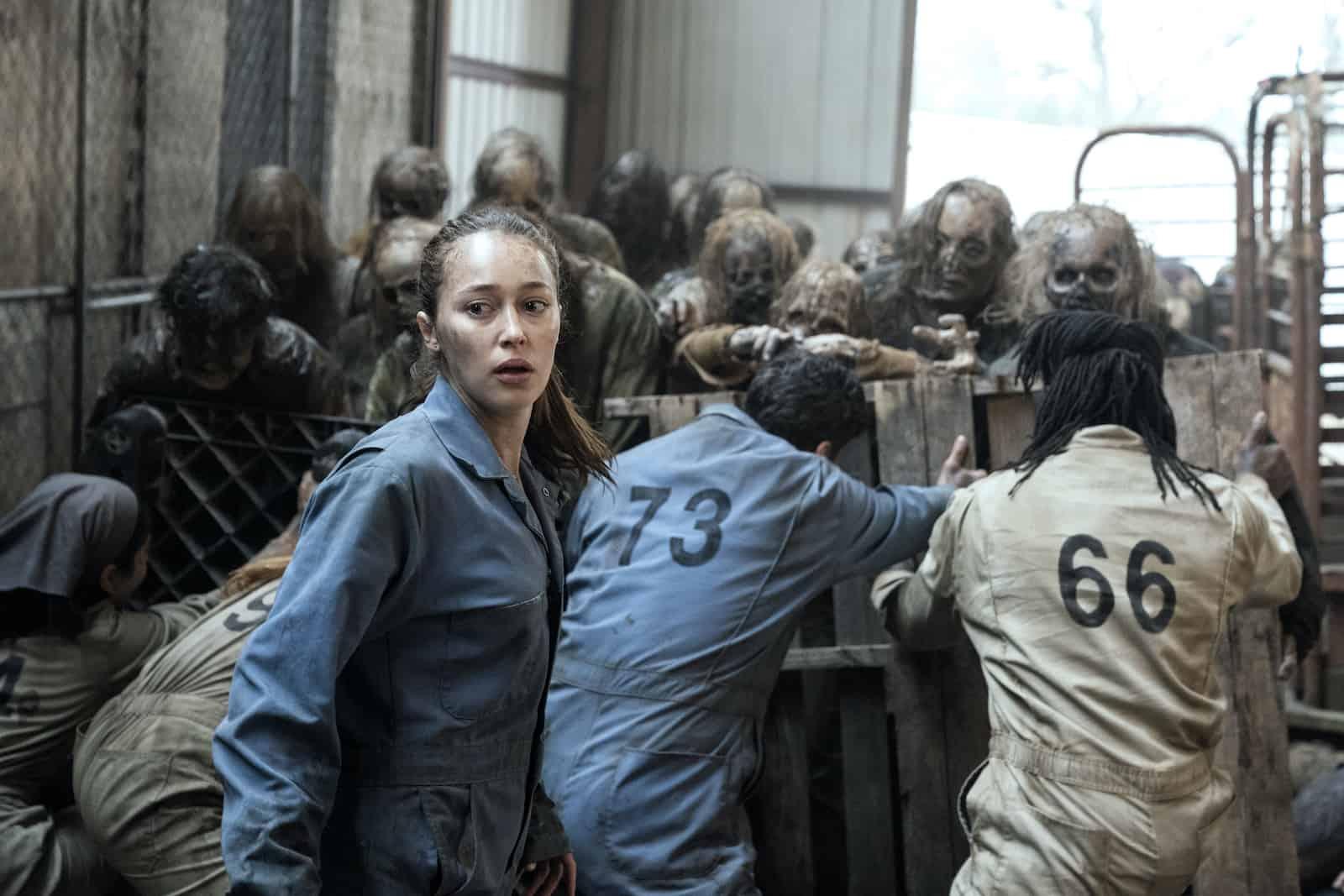 Alicia Clark lucha contra los caminantes en el episodio 6x02 de Fear The Walking Dead