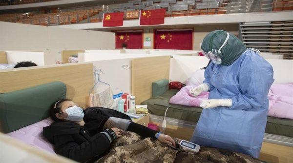 Médicos chinos consiguen anticuerpos para combatir coronavirus