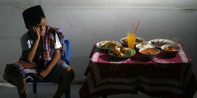Hikmah Dibalik Syariat Mengakhirkan Makan Sahur