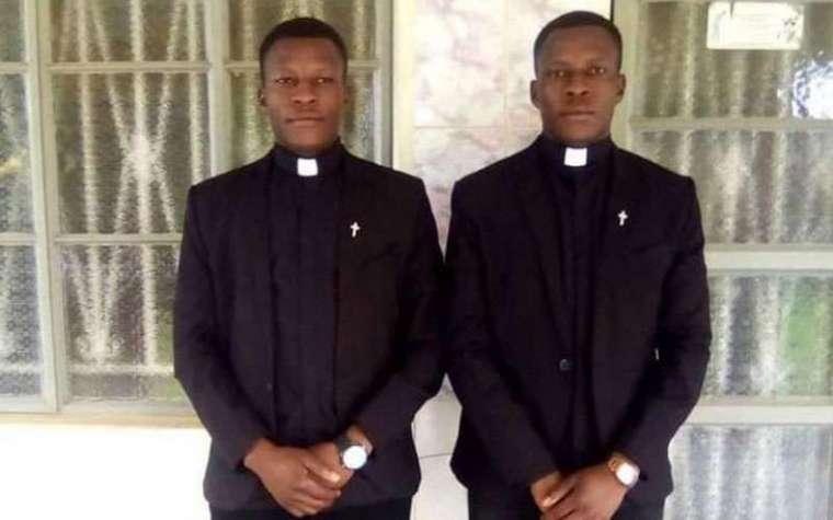 Saudara Kembar di Uganda Ditahbiskan Menjadi Imam Secara Bersamaan