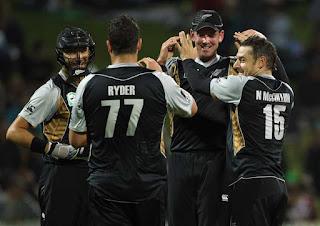 Nathan McCullum 4-16 - New Zealand vs Pakistan 2nd T20I 2010 Highlights