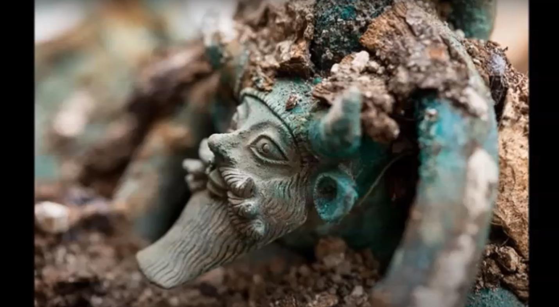 O τάφος με τα Ελληνικά αντικείμενα που ανακαλύφθηκε στην Γαλλία - Δείτε το βίντεο