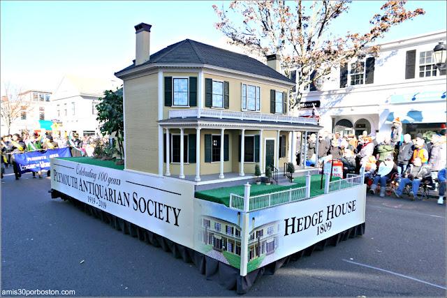 Carroza de Hedge House en el Desfile de Acción de Gracias de Plymouth