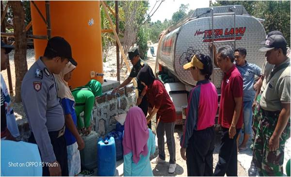 Peringatan HUT TNI Ke 74, Koramil Sukodono Salurkan Bantuan Air Bersih