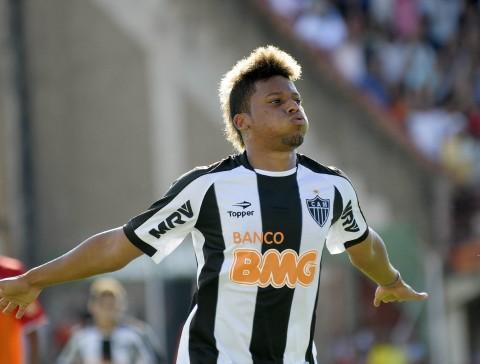 208f785193 Exemplos não faltam de jogadores que sentiram dificuldades na volta ao  futebol brasileiro
