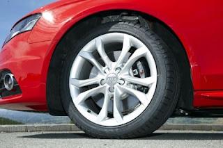 setiap kendaraan pastinya memiliki roda atau ban agar dapat berjalan Fungsi Ban Pada Kendaraan Bermotor