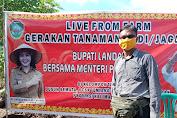 Bupati Karolin Tanam Perdana Jagung Bersama Kelompok Semata Tani Andalan di Desa Temiang, Landak