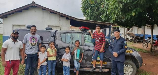 Crianças visitam o quartel do 6º Batalhão de Polícia Militar e conhecem as instalações