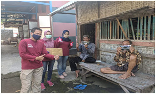 Diskominfo Kabupaten Blitar Bagi-bagi Masker