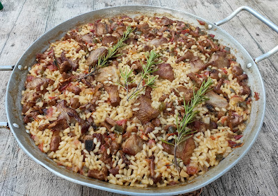 ~ Arroz con carne y rebozuelos ~ Arròs amb carn i cames secas ~