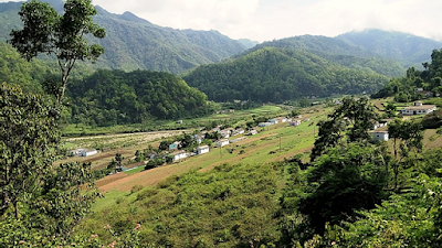 Udkhanda village of Uttarakhand state is surrounded by high mountains.