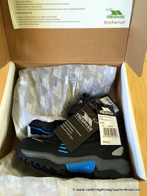 Unboxing Giz Gaz walking boots by Trespass