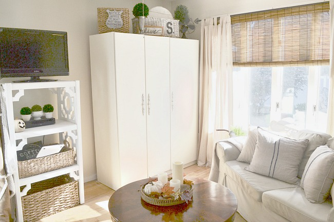 Decorating a Neutral Sitting Room