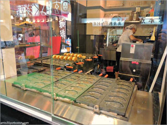 Elaboración de Taiyakis en un Puesto de Tokio