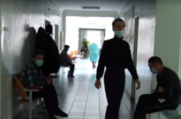 """Під Львовом у розпал пандемії закривають лікарню, куди їхали з 22 сіл - """"Рабсилі це не треба"""""""