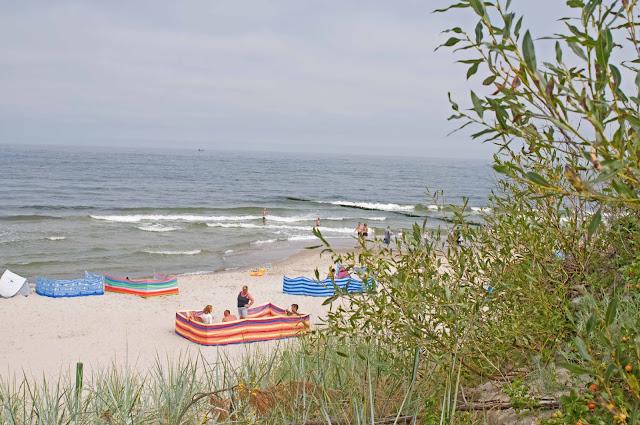 plaża Mrzeżyno wejście wschodnie, szczyt sezonu