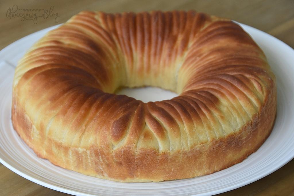 Wełniany chleb z nadzieniem.