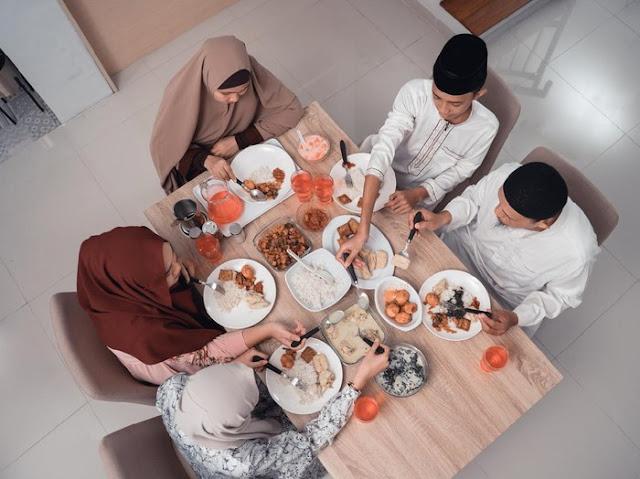 10 Adab Makan Sesuai Ajaran Islam, Salah Satunya Tidak Ngobrol