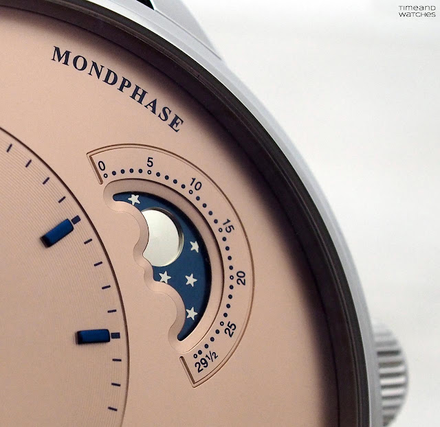 Detail of the moon phase display of the Glashütte Original PanoMaticLunar