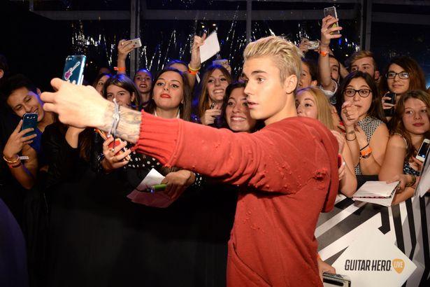 Justin Bieber conoce a sus fans de forma gratuita luego de cancelar los Meet & Greets en su gira.