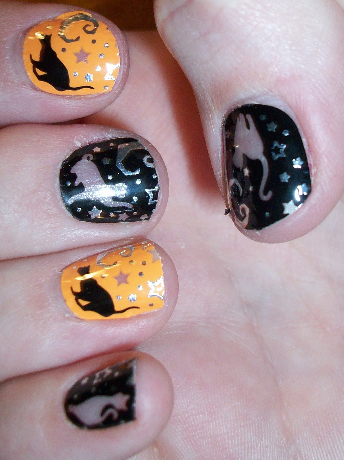 Luxury on the Lips: Happy Halloween! & Kiss Nail Dress ...
