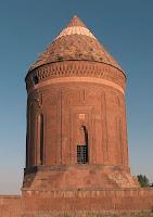Bitlis Ahlat'taki Usta Şakirt Kümbeti