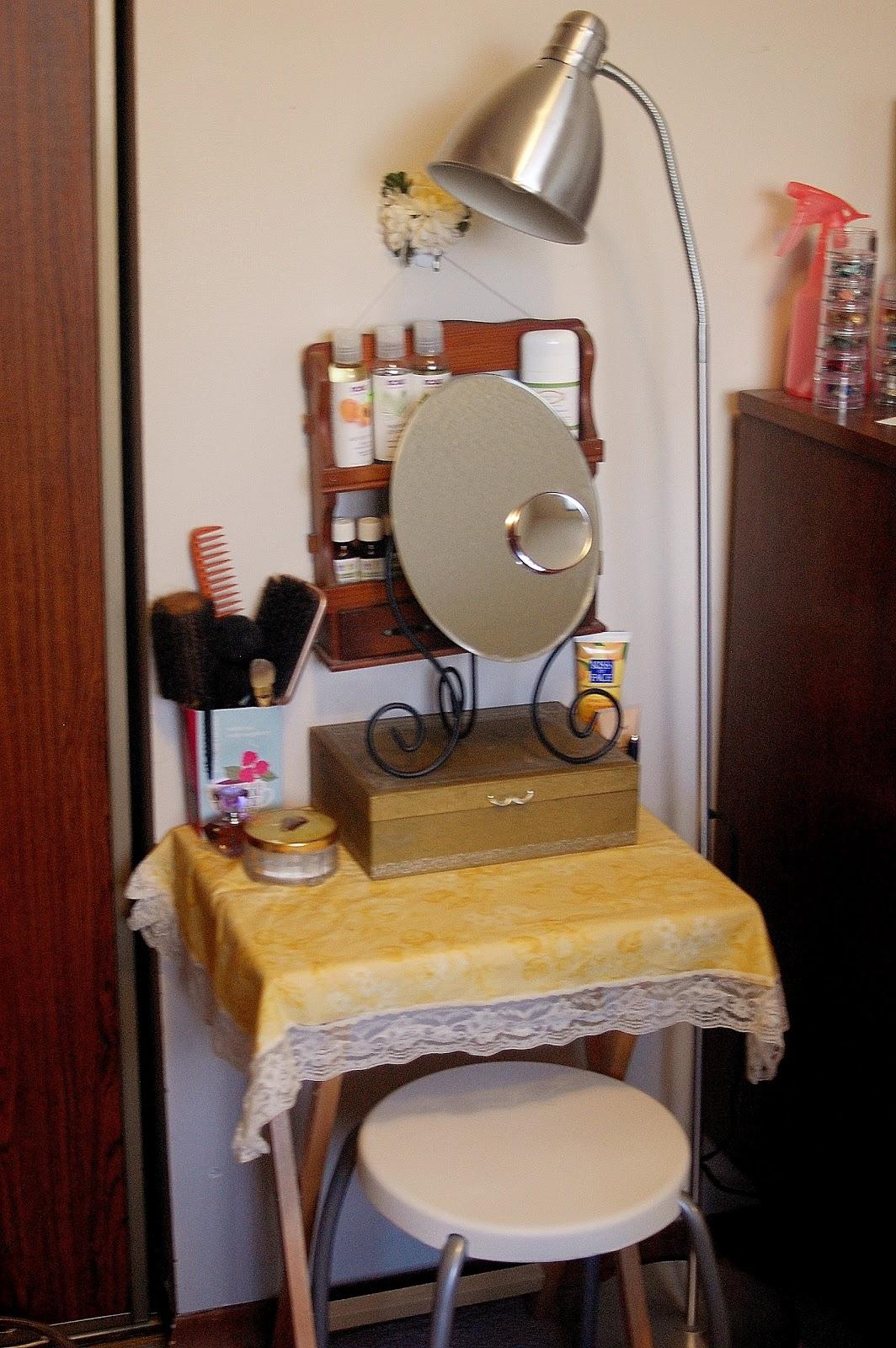 Vintage In A Modern World My Mini Vanity Table