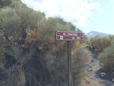 Sign showing distance to the cratere - al cratere