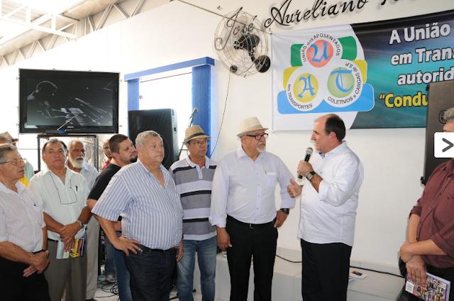 Deputado Estadual por São Paulo João Caramez discursa no lançamento do livro Conduzimos