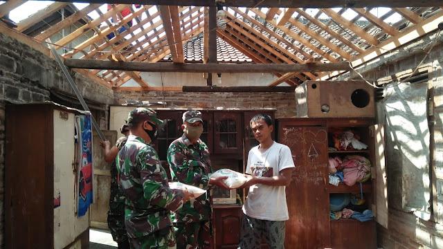 Koramil Manisrenggo Bantu Renovasi Rumah Dan Serahkan Bantuan Sosial