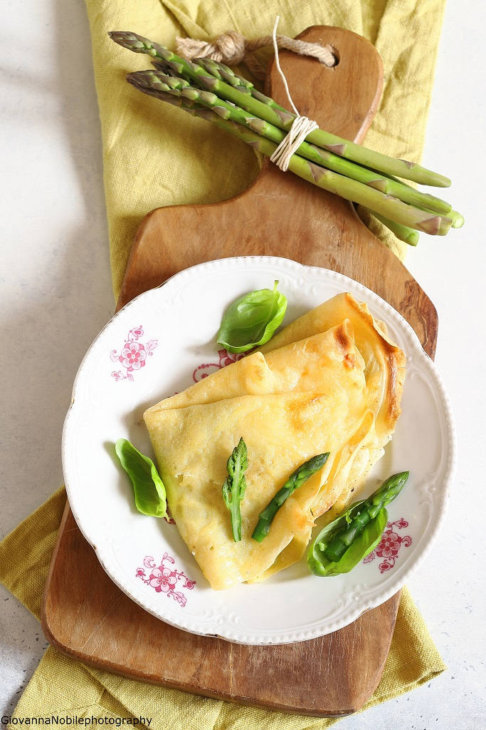 Crepes con robiola e asparagi