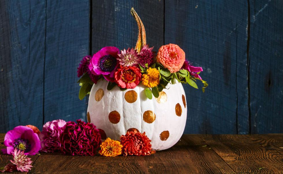 pretty pumpkin DIY festive flowers no carve gold