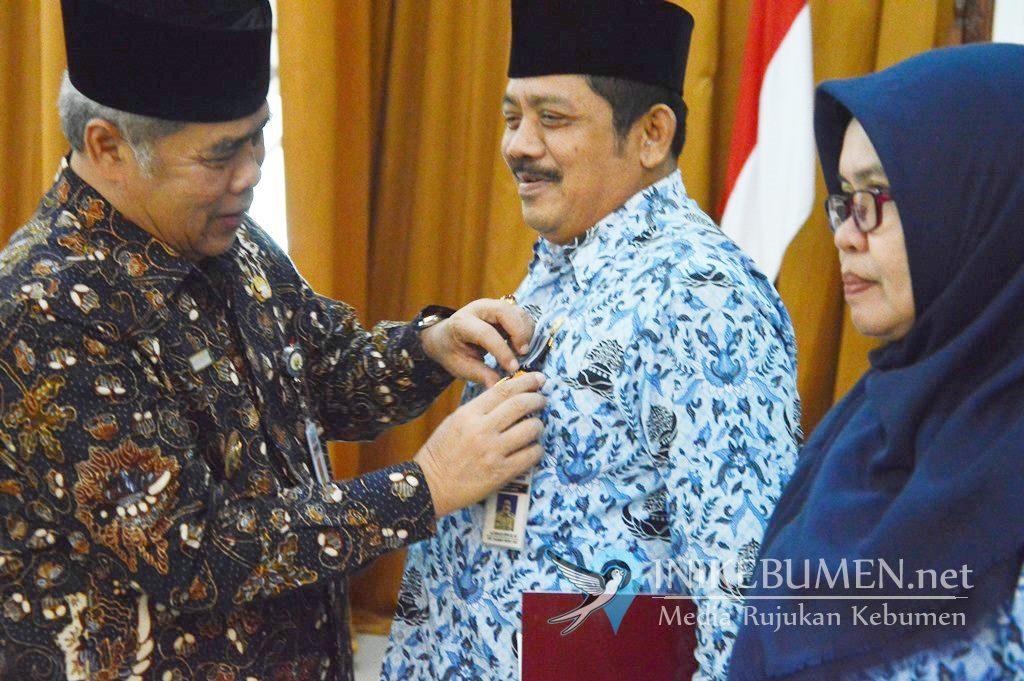 Disiplin Bekerja, 201 PNS Pemkab Kebumen Terima Penghargaan Satyalancana Karya Satya