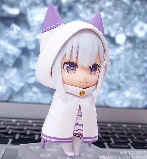 Nendoroid Emilia invisibility cloak