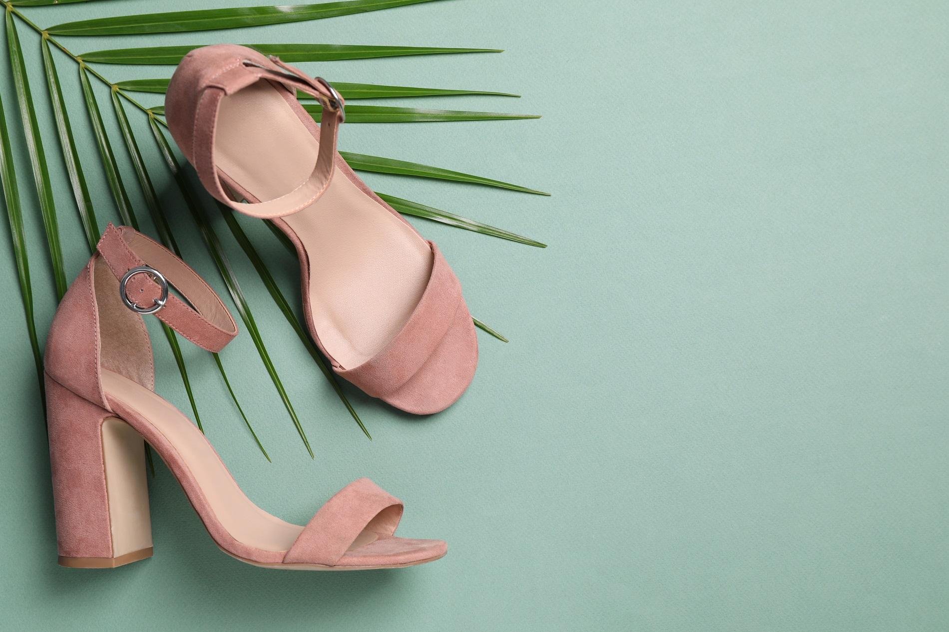 Wygodne i stabilne sandały na obcasie? Odkryj model na słupku, czyli hit tego sezonu!