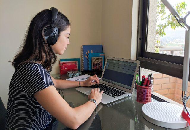 Salmoneros se suman a cruzada por la educación rural a través de la radio