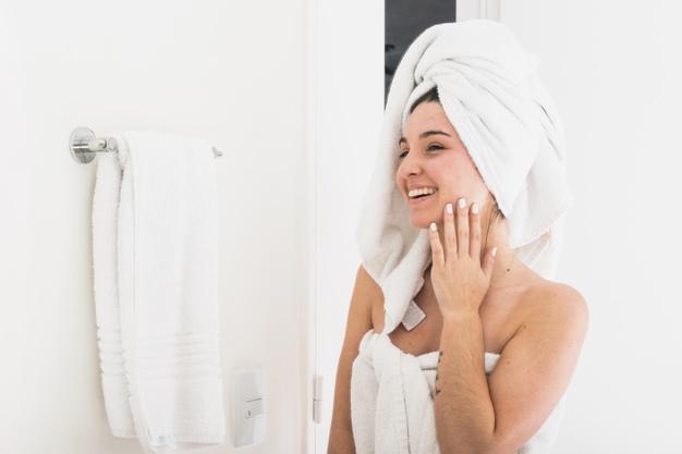 Como fazer a hidratação e a limpeza do rosto de modo correto?