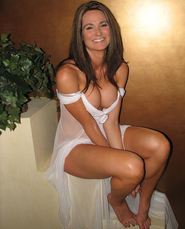 real cougar woman open legs