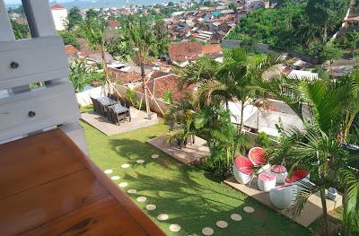 Priceless View, Pilihan Tempat Pavilion Resto & Cafe