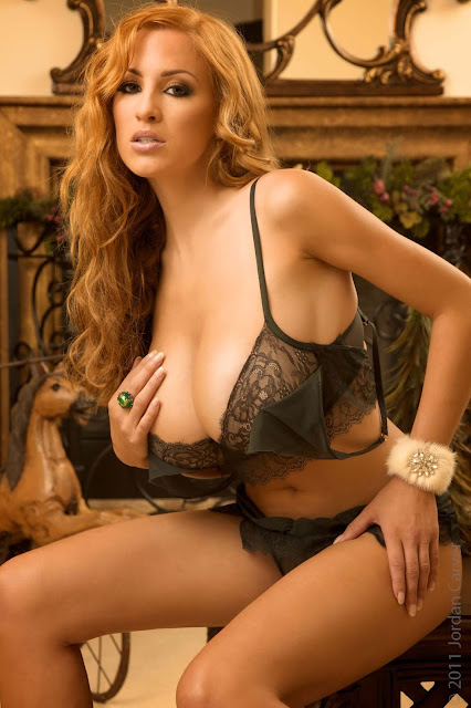 hot-sexy-Jordan-Carver-Christmas-2011-photo-shoot-picture-13