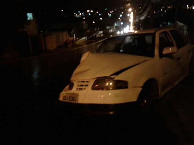 Motorista bate em  caçamba e fica ferido em Colombo