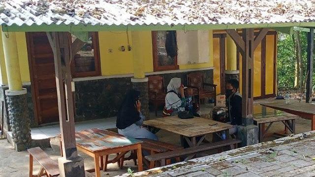 Sepasang Pelajar SMA di Kuningan Kepergok Asik Mesum di Semak-semak: Tadi Berpelukan Gitu