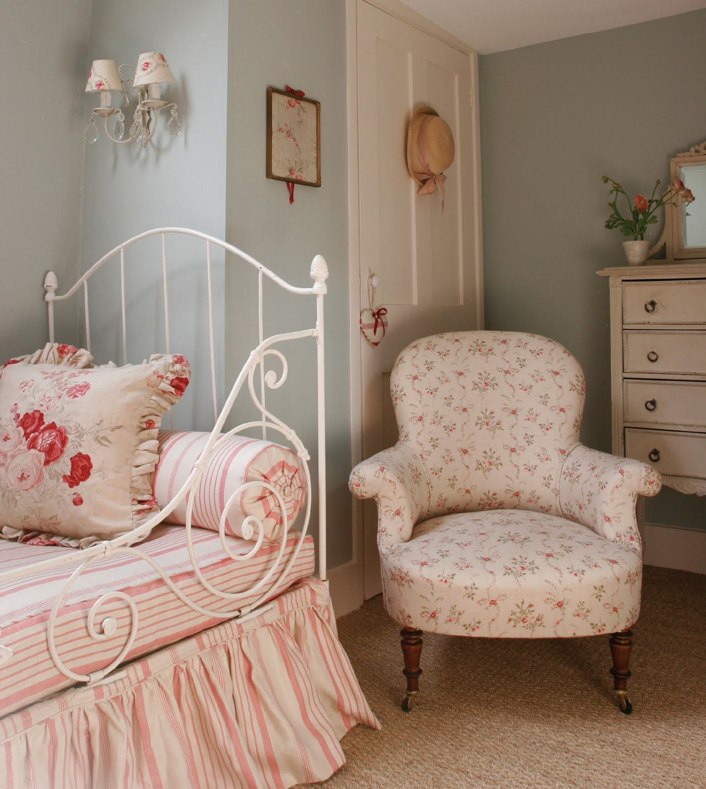 Romantic Cottage Bedroom Design: Apple Blossom Barn: Kate Forman Just Gorgeous