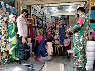 Sinergitas , Bhabinkamtibmas Ende Bersama Babinsa Edukasi Prokes diwilayah Polres Pelabuhan Makassar