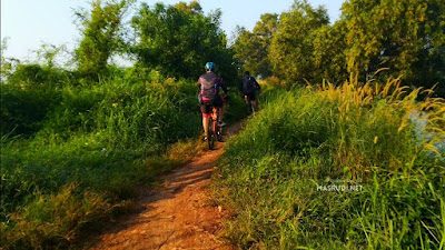 Trek Sepeda Danau Cibeureum Bekasi