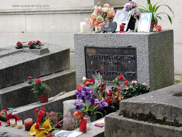 Túmulo de Jim Morrison no Père-Lachaise