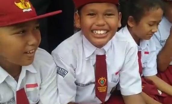 Llive Report! Anak SD dan Guru Antusias Sambut Kedatangan Presiden Jokowi di Siantar