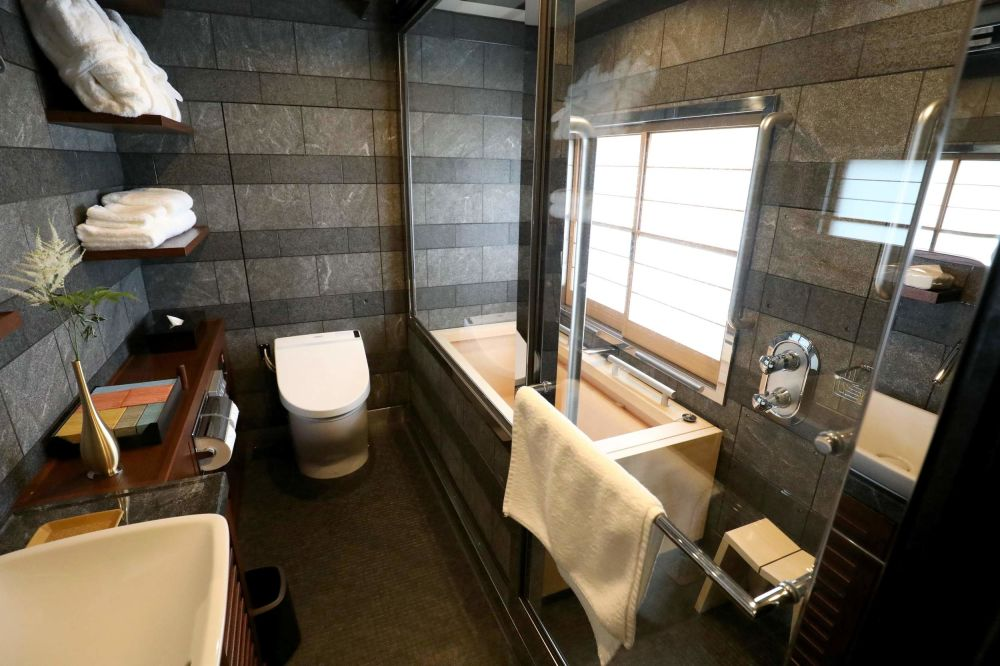 Fresh bathroom in the 'Shiki-Shima Double Suite'