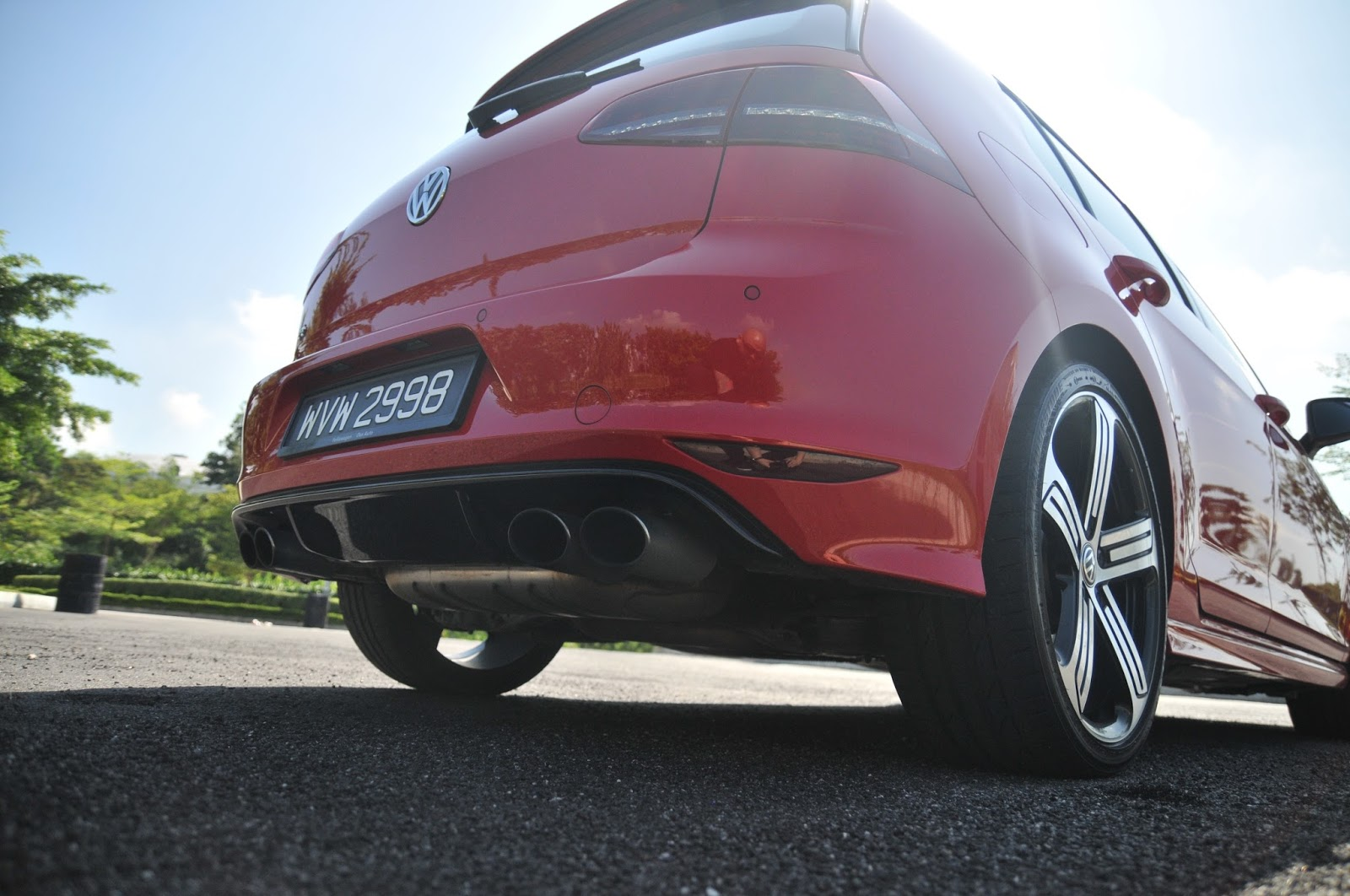 Walauwei com!: Volkswagen Golf R compared to the Golf GTI